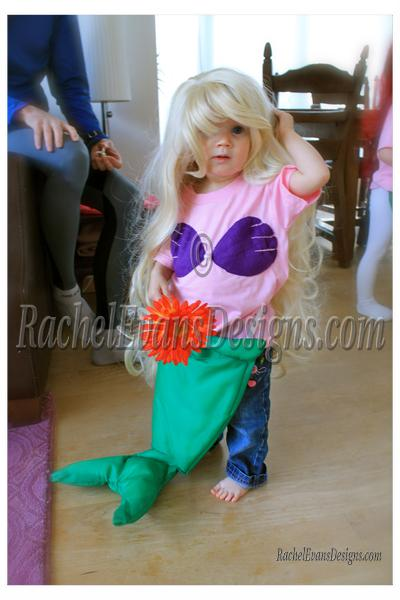 Childrens mermaid costume, the model
